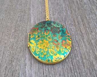 Locket,Brass Locket, vintage wallpaper,tree of life,natur,life,green tree,spring,oval locket,gold chain,