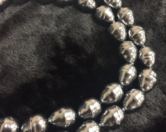 Gorgeous Shell Pearl Irregular Teardrop Shape Loose Beads. Size 18x22mm 15.5'' Long Per Strand.I-PEA-0281