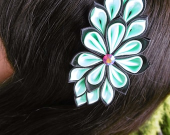 Hair band of satin ribbon made in the style of kanzashi