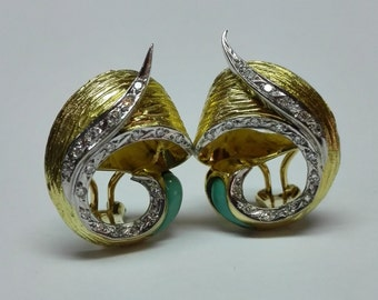 Gold-bright earrings and tourmaline