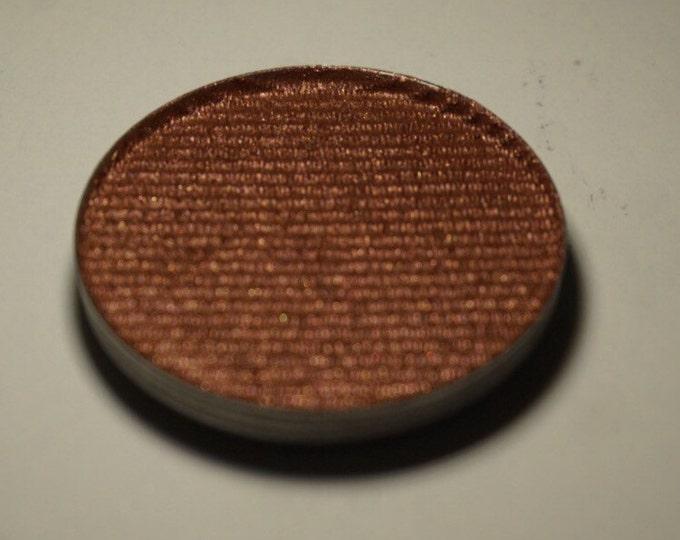Chi Lyn - Reddish Brown eyeshadow