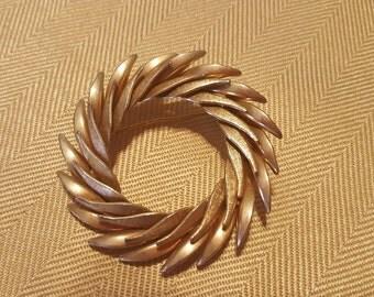 Vintage Gold Wreath Pin