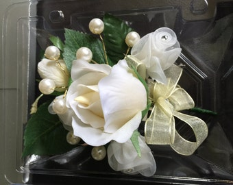 Homecoming, Prom and Wedding Corsages & Boutonnieres that are memorable, Beatuiful Keepsakes.