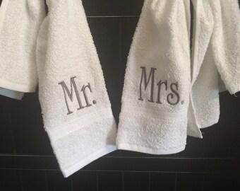Monogrammed hand towel set / Bath towels / Personalized towels