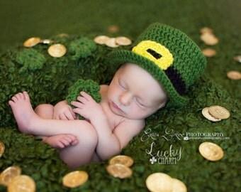 Crochet Newborn Leprechaun hat, Baby Leprechaun hat with three four leaf clovers, St Patrick's Day baby photo prop