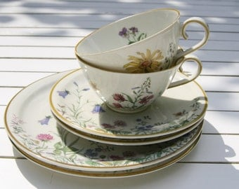 Charming vintage coffee set