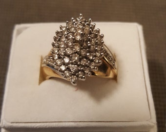 Diamond cluster ring in yellow gold