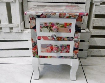 Dresser or nightstand 'Rose'