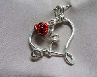 Hammered wire heart pendant