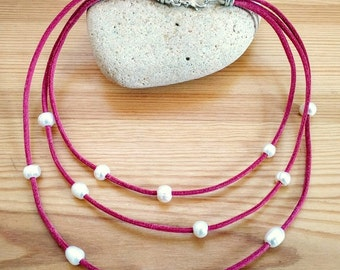 Fuchsia leather, with Pearl Necklace white.