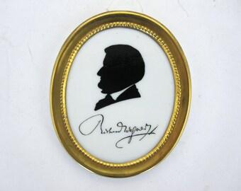 Petit portrait en porcelaine de Richard Wagner.