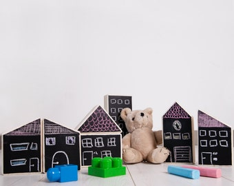 DIY kit: wooden house to paint with chalkboard paint and chalk