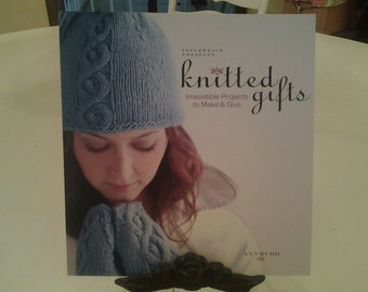 knitted gifts, irrestible projects to make and give, book by Ann Budd