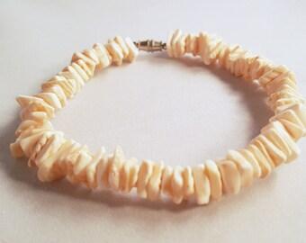 Coral Shell fragment beaded bracelet