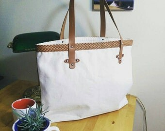 Mesh Pointed Leather Handle Oversize Tote