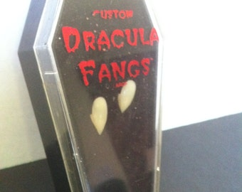 Vampire Fangs, Vintage 90's, new in coffin case