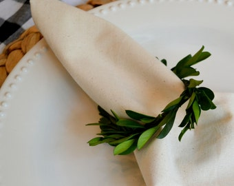 French Country Boxwood Napkin and Napkin Rings (Set of 8)