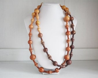 Vintage necklace in Pale wood beads
