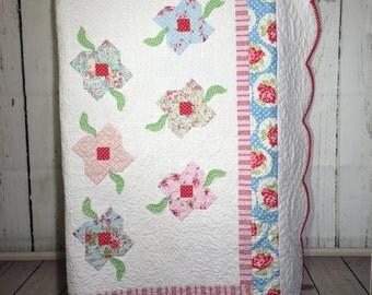 "Quilt 68""x75"", Queen quilt, floral quilt, shabby chic quilt"