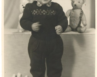 Old photo - old photos - children - young boy - vintage