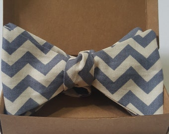 Bow tie - Mens Self tie - Zig-zag - Blue and White