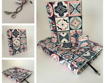 Best gift for her - books kits - the best combo ever - 2 notebook and a key chain / book lover gift