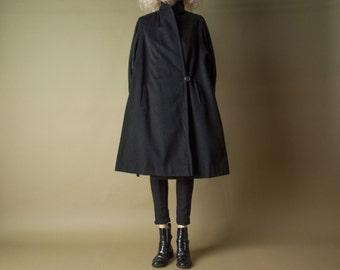 tin omen black trapeze wool coat / minimalist swing coat / vtg 80s coat / m / 985o