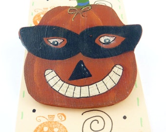 Primitive Pumpkin Pin or Brooch.  Hand Painted Wooden Halloween Pin.