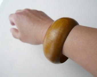 SALE!!! . 1980s wide wooden bangle