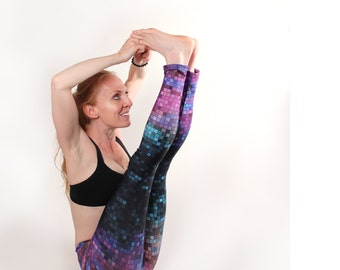 Yoga Leggings Althetic wear bold geometric print tights in purple