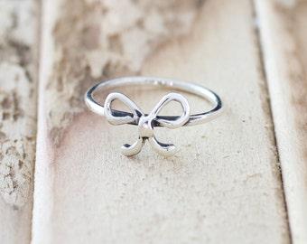 Promise. Sterling Silver mini bowtie petite Midi Ring