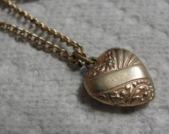 Dainty Little Gold Tone Heart Necklace