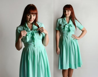 Vintage 1960s Dress - Cotton Shirtwaist Dress - Honeydew Melon Mint Green Cotton Day Dress with Ascot Pussybow Shirtdress - Medium