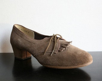 ON SALE Vintage Shoes Camel Vintage Outdoorables by Daniel Green Preppy Shoes - size 7.5 US narrow fit - Office Fashion Preppy Style