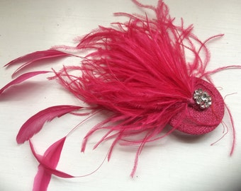 Fascinator/ Bridal hair accessories/ wedding hair accessories/ New handmade Fushia pink feather fascinator