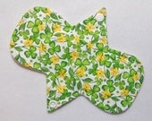 7.25 Inch (17 cm) Light / Liner - Reusable Cloth Menstrual Pad (7LC) - Floral Clover