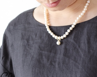 Hand Knotted White Fresh Water Pearl and 18k Gold Pendant Necklace (N124)
