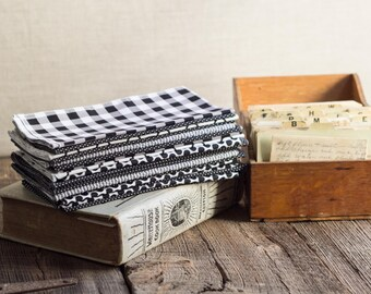 Black and White Cloth Napkins, set of four by Dot and Army