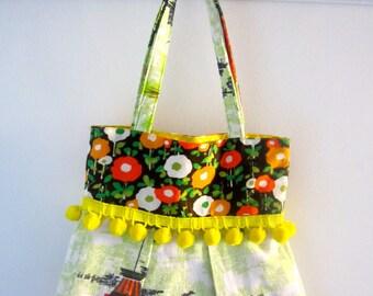 Sweet pompom trim bag