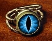 Steampunk Jewelry - Eyeball ring - BLUE dragon eye - Bronze