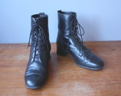 Vintage 90s Black Leather Boots / Blondo Boots / Lace Up Boots / Wood Heel / Womens 8