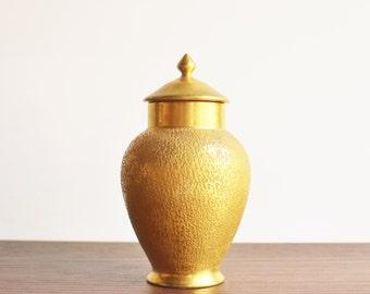 Epiag gold porcelain urn, 22K