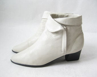 Vintage 80's Cream Leather Zip Cuff Boots. Size 6