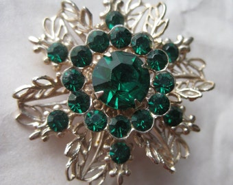 Flower Green Rhinestone Gold Brooch Filigree Vintage Pin