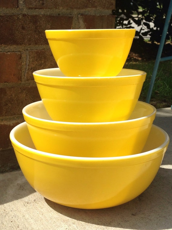 Vintage Pyrex All Yellow Mixing Bowl Set By Thetrendykitchen