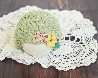 3 to 6 month baby hat // sitter prop //  photo porp // baby photography // shabby chic // flower hat // vintage style // green // ruffles