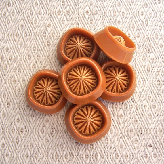 RESERVED Retro Flower Buttons 24mm - 1 inch Chunky Modern Plastic Flower Buttons in Cinnamon Brown - 6 VTG Vintage Brown Shank Buttons PL198