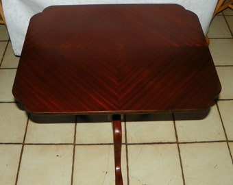 Mahogany Book Match Veneer Top End Table / Side Table (T482)