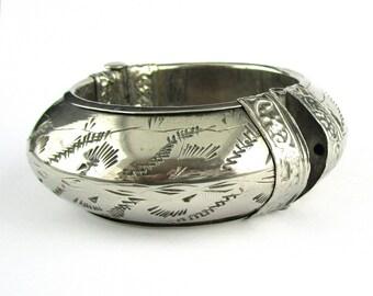Bracelet Silver tone Etched India Chunky Bracelet