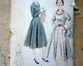 Vintage Dress Sewing Pattern, Vogue 7678, 1952, bust 32